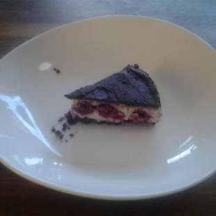 RawWhite_darkChocolate_rasberry_cheesecake